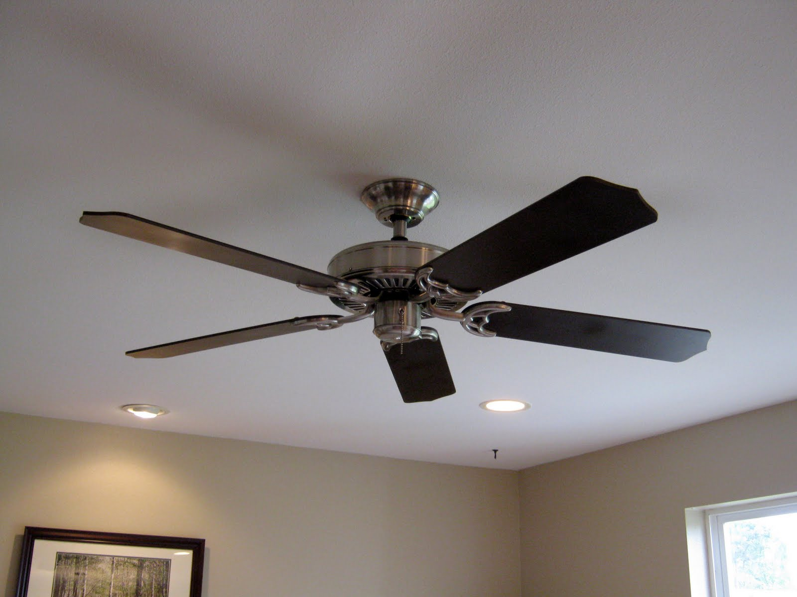 Paint Ceiling Fan : This thrifty house spray paint helps the family room along