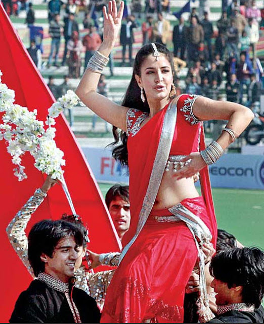 Katrina Kaid dancing in Red Saree at Hockey India League