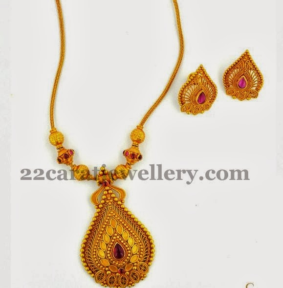 Joy alukkas simple necklace jewellery designs very simple 22 carat yellow gold short necklace minimum meenakari work embellished rich pendant in leaf patterned small gold round bits surrounded the aloadofball Image collections