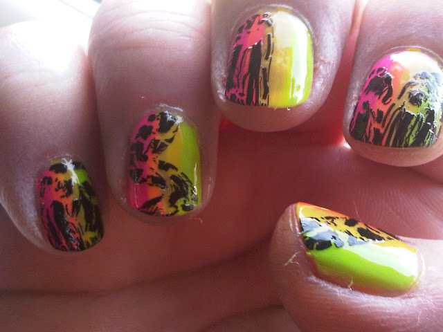Neon and crackle nailart