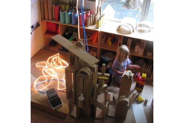 compare high scope and reggio emilia Among the best known and most widely used early childhood curriculum models are the creative curriculum, the developmental interaction approach (sometimes called the bank street approach), the high/scope curriculum, and the montessori method.