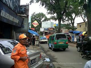 Jalan Cihampelas Kawasan Wisata Belanja