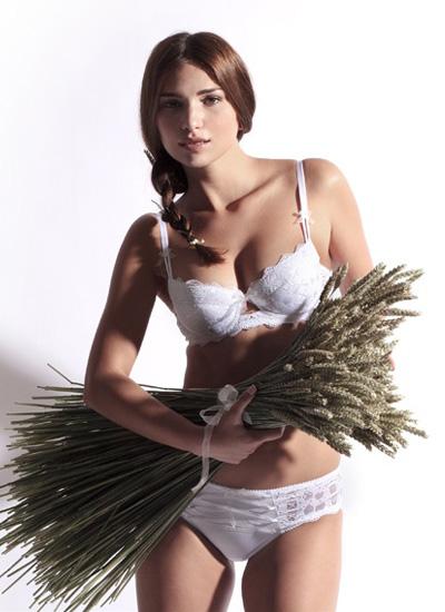 Sariana+lingerie-2011-17