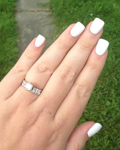 Andréa Matillano: Essie Blanc: White Nail Polish Trend