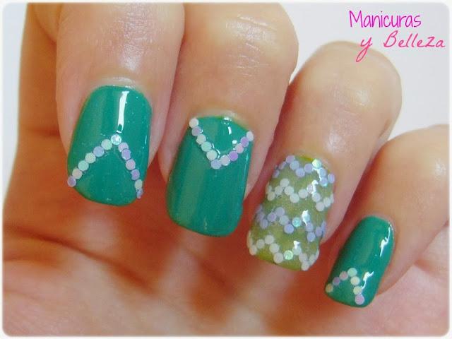 Manicura chevron verde con glequins redondos uñas Nail art green nails Masglo Indomable Fiestera