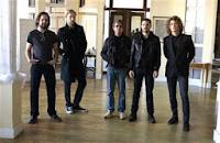 Οι Killers τίμησαν την μνήμη του Lou Reed ερμηνεύοντας το Pale Blue Eyes  Reedkillers