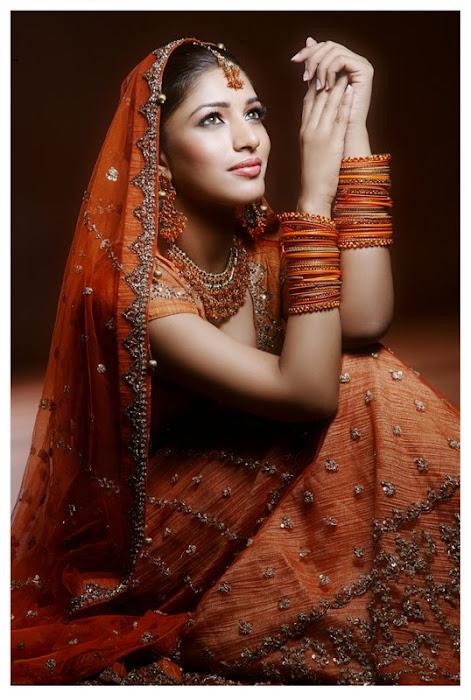 divya bhandari spicy actress pics