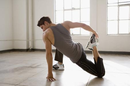 تعتبر تمارين الاطالة من اهم التمارين الواجب ممارستها خلال فترة بناء العضلات فإن ممارسة مثل هذه التمارين يعتبر شىء اساسى و ليس اختيارى