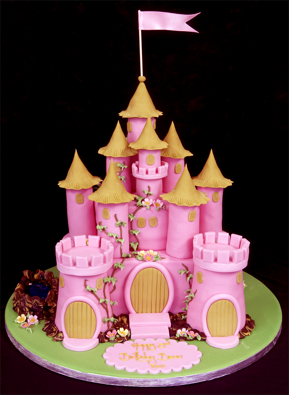 Easy Castle Cakes for Girls http://9999birthdaycake.blogspot.com/2011/11/castle-cakes-for-birthday.html