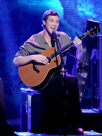 Phillip Phillips Will Not Have Surgery