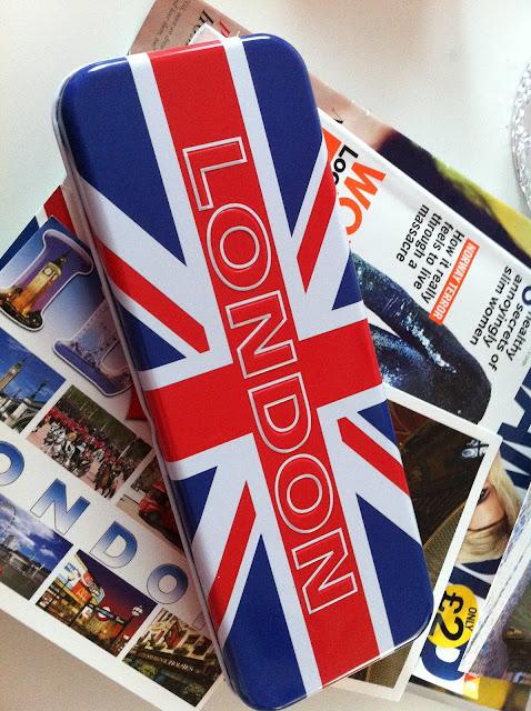 Пинал.  На самом деле британский флаг штампуют везде.  Чего только нет с ним.. )