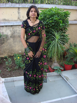 Indian Girl In Saree Navel Showing Real Life