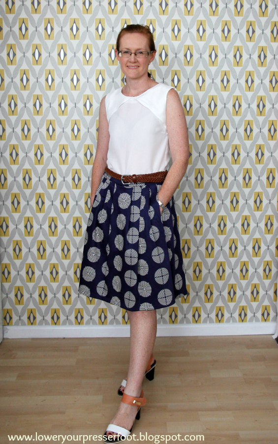 vintage Vogue 7508 pleated skirt in navy blue print www.loweryourpresserfoot.blogspot.com