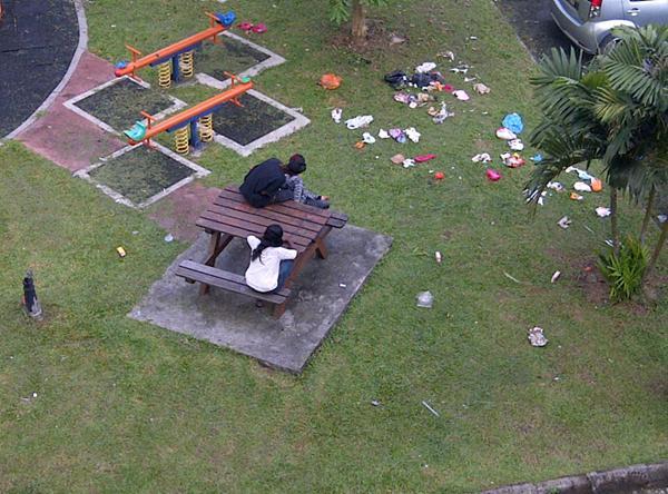 ... banyak sampah memudahkan orang beromen ditempat awam di Selangor