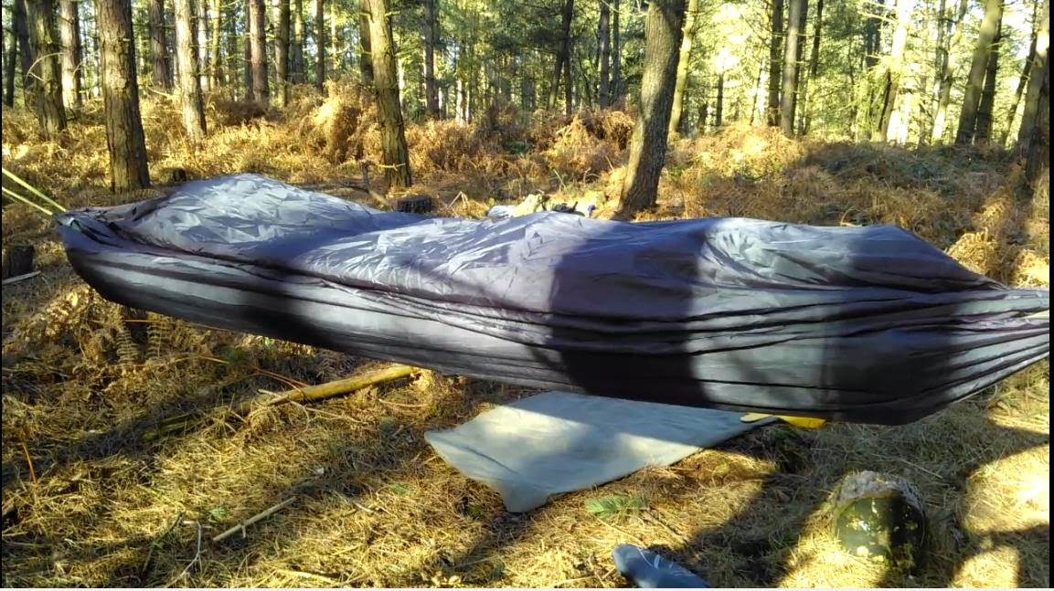 fig 5   the mat has been placed between the two layers of the hammock which have then been zipped up  fubar bushcraft  using the exped downmat in a hammock  rh   fubarbushcraft blogspot