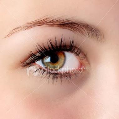 mata merah kecoklatan hazel