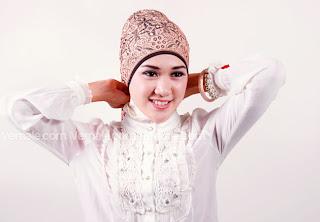 cara+memakai+jilbab+pashmina+(1) Cara Mudah Dan Cantik Memakai Jilbab Pashmina 2014