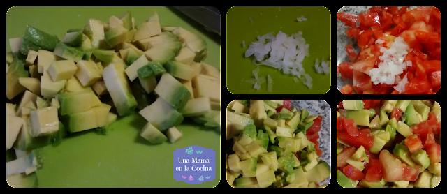 Aguacate y cebolla troceados e incorporados a la ensalada