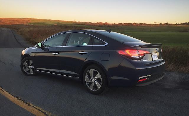 2016 Hyundai Sonata Hybrid Limited rear