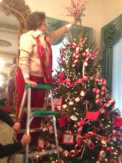 Montgomery Catholic Fourth Grade Class Invited to Decorate the Chancery Tree in Mobile 3