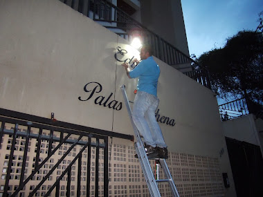 INSTALAÇÃO LETREIROS EM LETRAS CAIXA FACHADAS EDIFÍCIO PALAS ATHENA GUARATINGUETÁ- SÃO PAULO