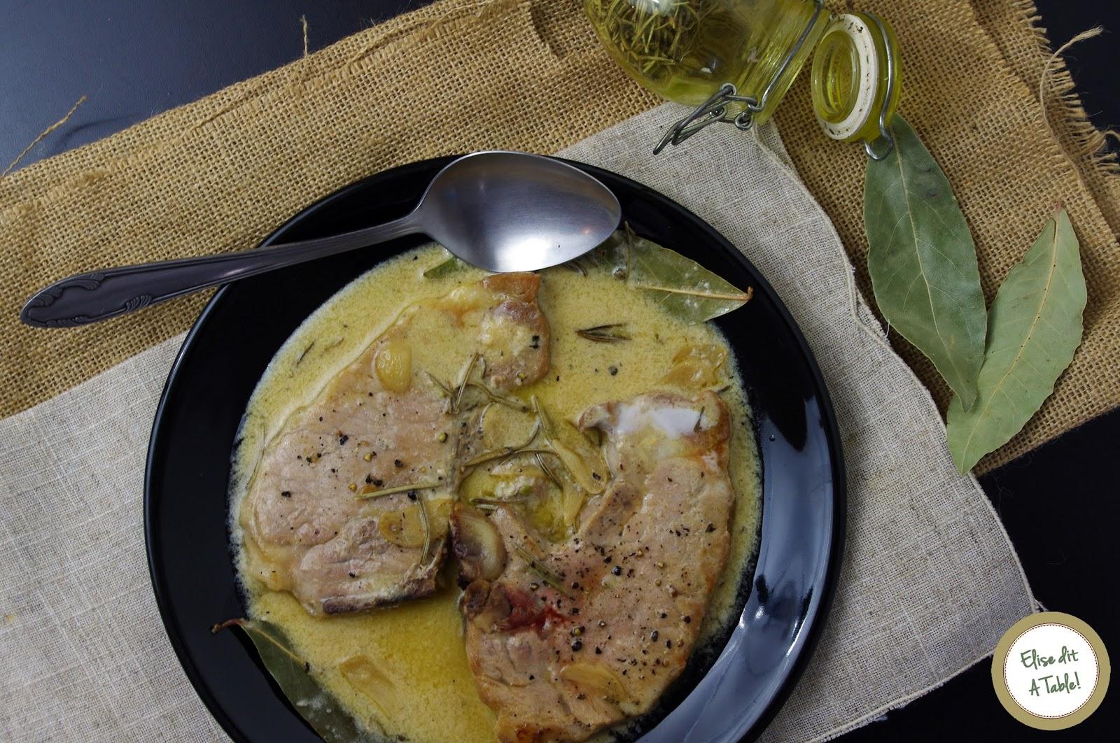 recette Côtes de porc sauce vin blanc ail romarin