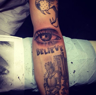 "Justin Bieber's new ""Eyeball"" tattoo Photo"