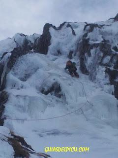 Guias de alta montaña , cursos de alpinismo y ascensiones invernales en picos de europa, guiasdelpicu.com