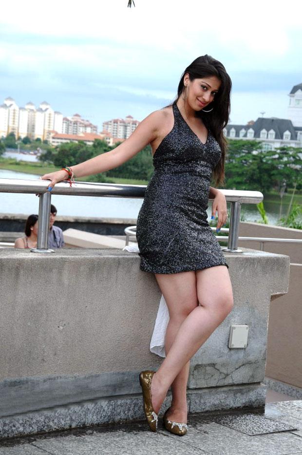 Film Actress India: Laxmi Rai Big Thigh Show Pics