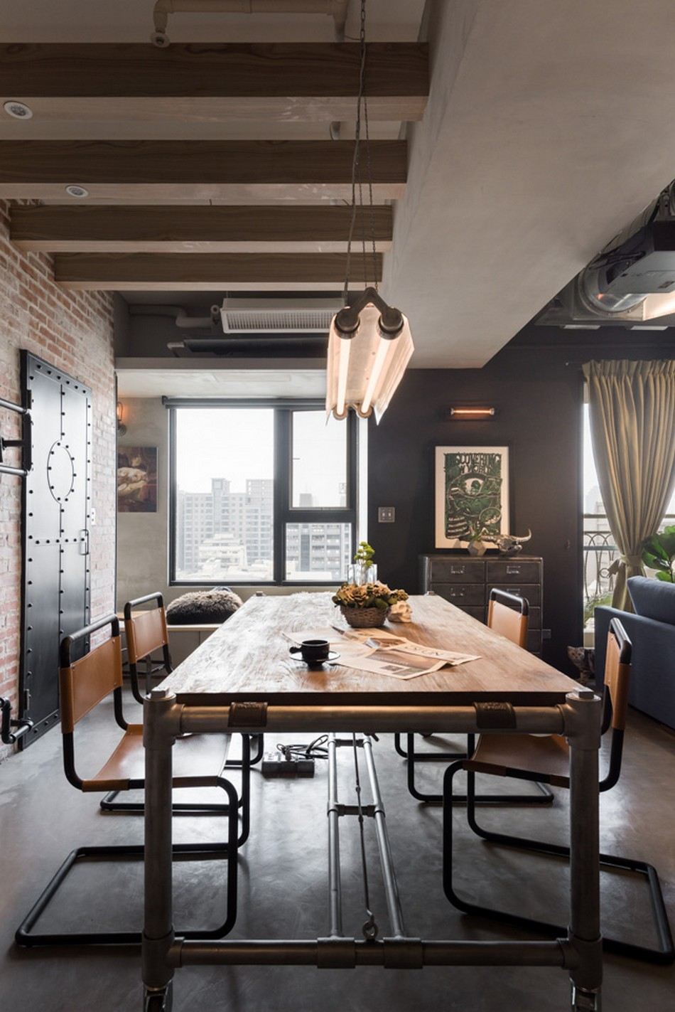 Vintage industrial home for a couple and their three cats in taiwanimage 1