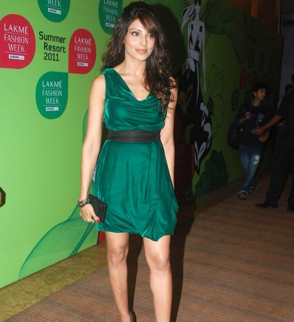 Bipasha Basu in Green Dress1 - Bipasha Basu in Green Dress At Lakme Fashion Week 2011