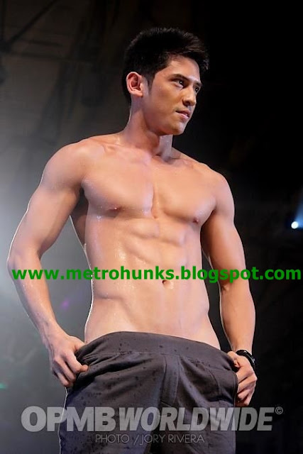Hunks in Pictures: Cosmo 69 Bachelors 2012 - Arron Villaflor