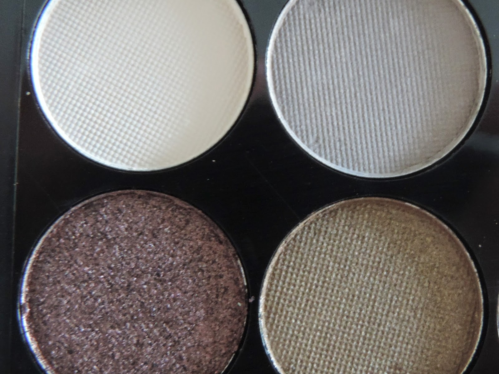 Close up of Sleek MakeUp iDivine Au Naturel Palette