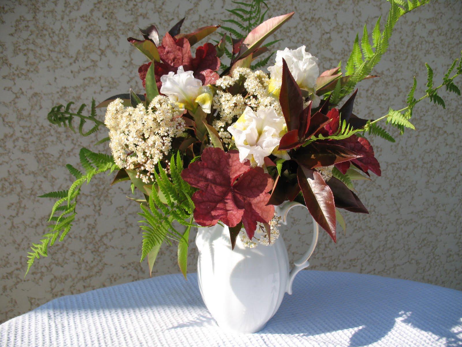 roses du jardin ch neland bouquet photinia iris et feuillage. Black Bedroom Furniture Sets. Home Design Ideas