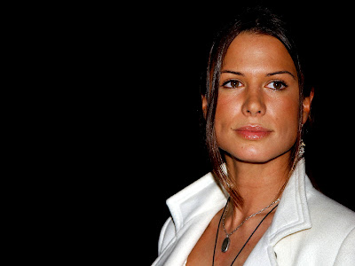 English Actress Rhona Mitra Wallpaper