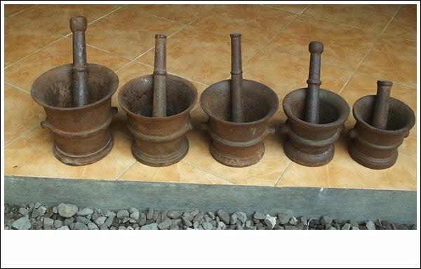 alat tumbuk besi / lumpang