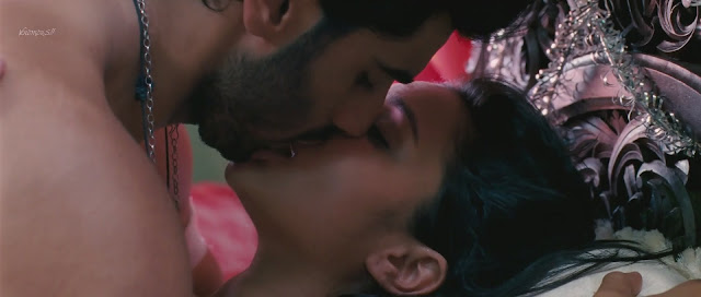 Parineeti Chopra kiss, Parineeti Chopra hot kiss, Parineeti Chopra kiss with Arjun Kapoor, Parineeti Chopra kiss in Ishaqzaade, Bollywood Kisses, Parineeti Chopra enjoying kiss, Parineeti Chopra Kissing Pictures, Parineeti Chopra kissing Photos,