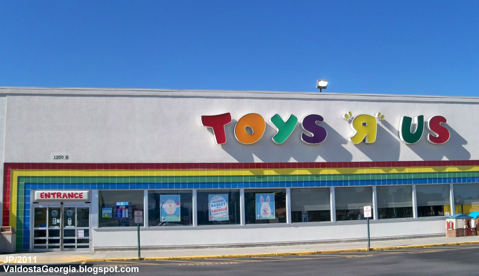 Mar 15,  · Watch video · The abrupt shuttering of Toys R Us' massive store fleet in the U.S. will leave a chunk of vacant real estate on the slubedcevo.ml: Lauren Thomas.