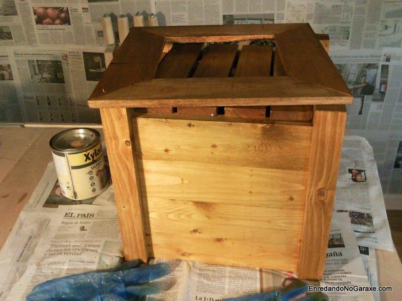 Macetero de madera tratado y tintado. enredandonogaraxe.com