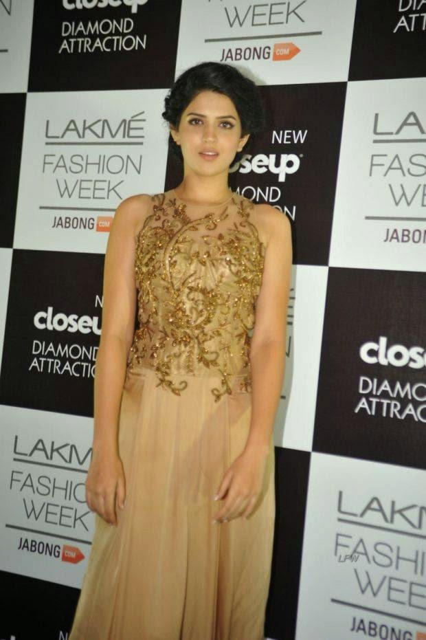 Deeksha Seth At Lakme Grand Finale 2014