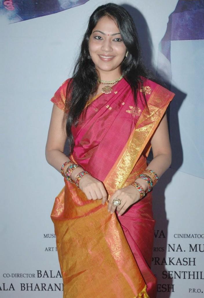 http://3.bp.blogspot.com/-itJFxHsv3iA/ThA_UGGYuwI/AAAAAAAAbx8/VK_MngnHuIk/s1600/tv+anchor+ramya+hot+sari+stills+5.jpg
