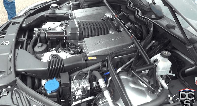 メルセデスベンツC63 AMGエステートのバーンアウト