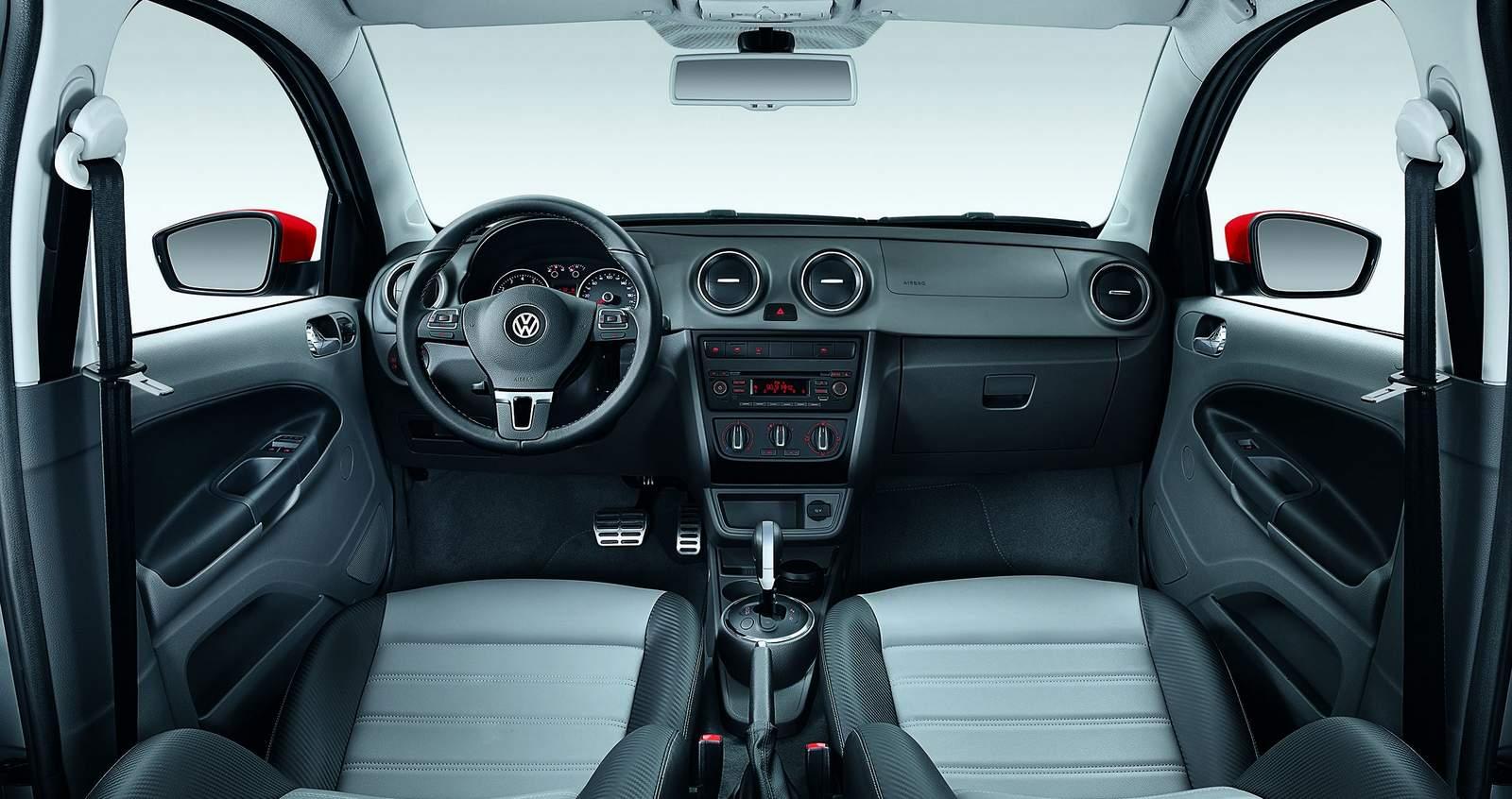 Volkswagen Voyage 2016 - interior