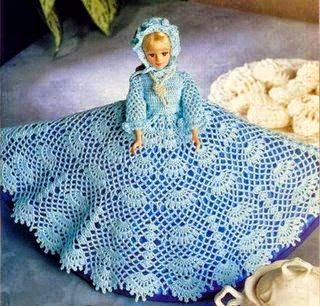 Muñeca Barbie con vestido tejido con ganchillo con patrón