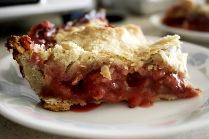 strawberry season easy homemade old-fashioned strawberry pie recipe baking