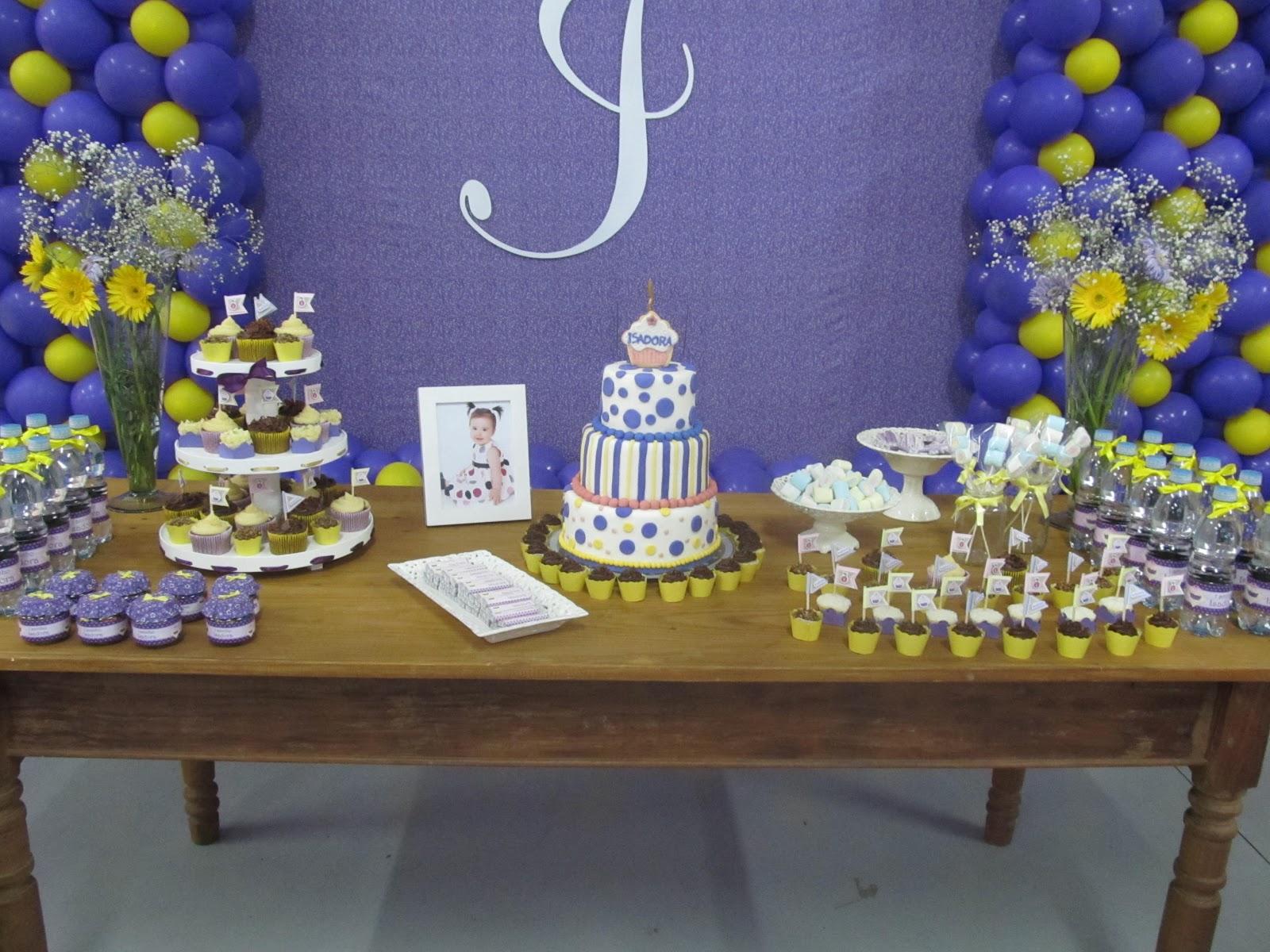 lilás e amarelo super diferente e delicado e com deliciosos cupcakes