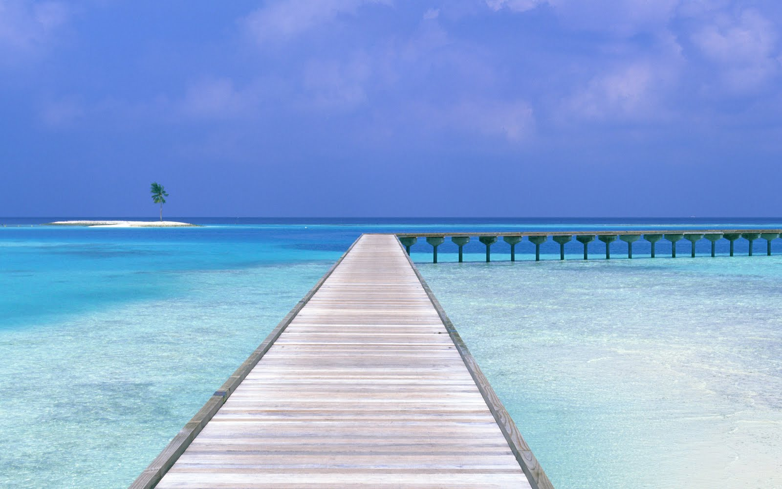 http://3.bp.blogspot.com/-iu59_-yZr78/TbWOcaWNr4I/AAAAAAAAAfg/DvSOo6fPRjg/s1600/Maldives_Paradise%28quewallpapers.com%29.jpg