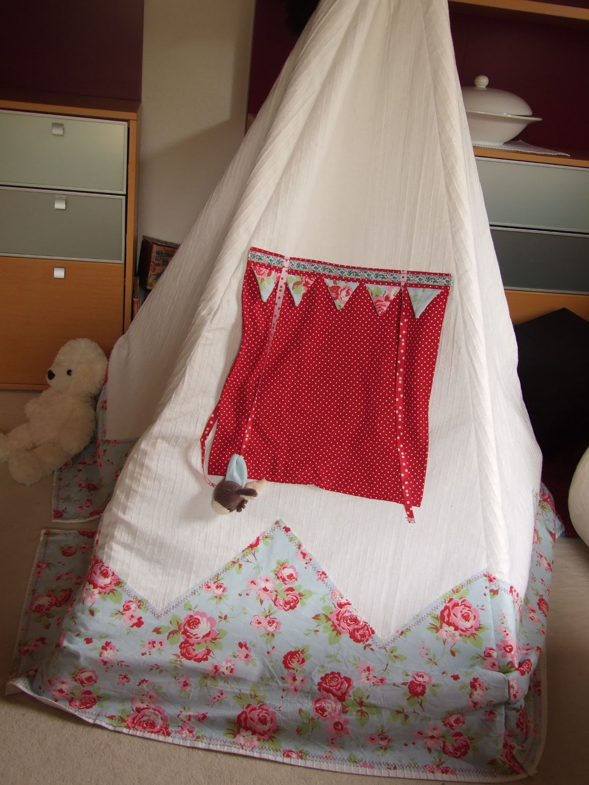 waldm rzchen ein tipi n hen hei geliebtes kinderzelt. Black Bedroom Furniture Sets. Home Design Ideas