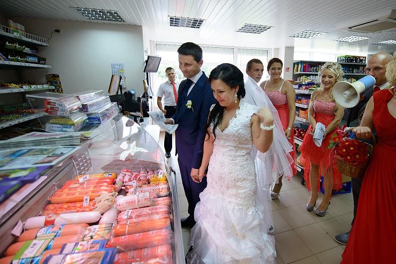 vestuviniai žaidimai parduotuvėje
