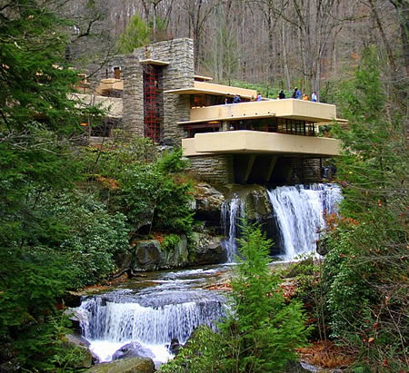 20 most bizarre houses around the world worldbizarre things - Maison sur la cascade ...